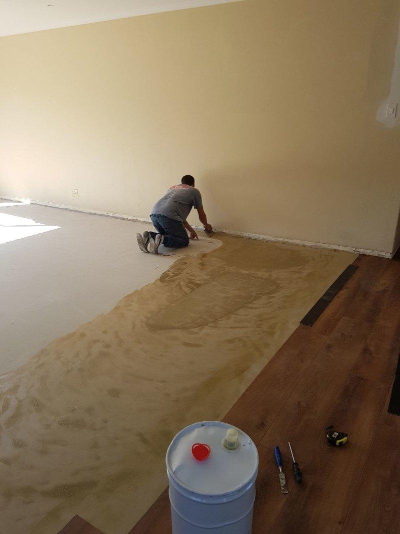 Vinyl Glue preparation for vinyl planks for flooring installation