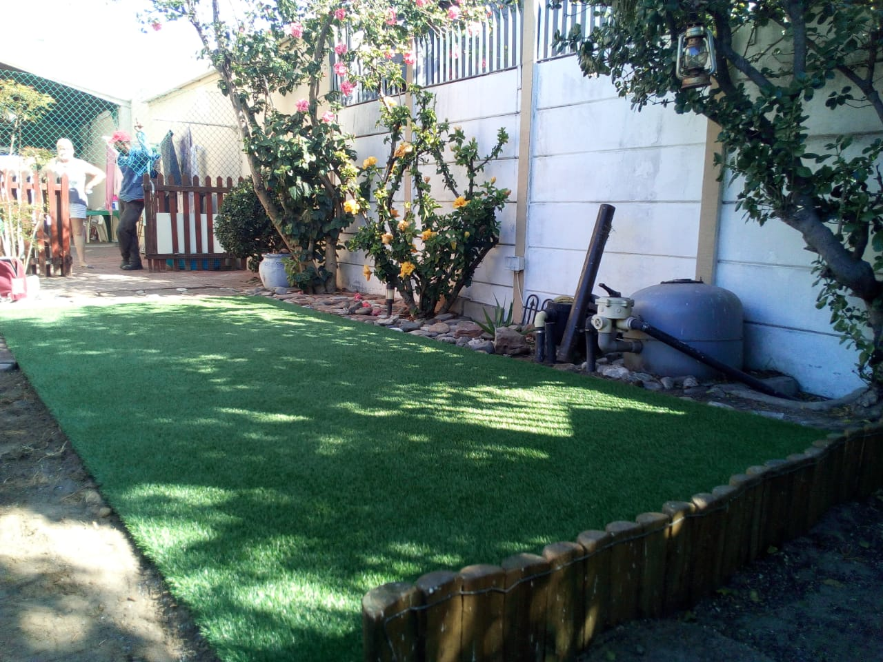 Synthetic Grass Installation Finishing Off 1