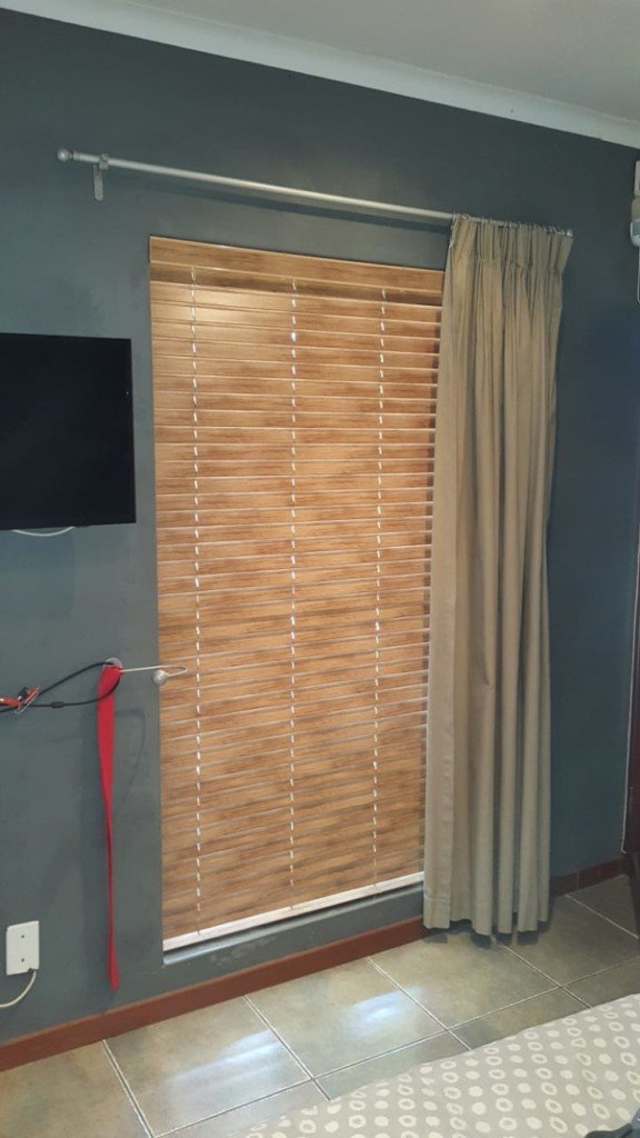 50mm-Antique-Aluminium-Wooden-Venetian-Blinds-5-576x1024
